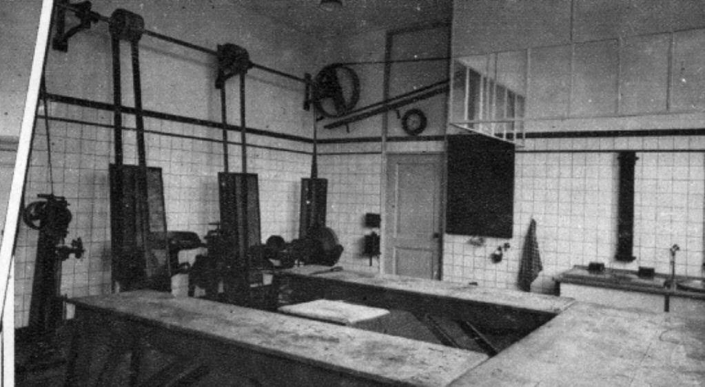 Worstfabricagelokaal van de Eerste Nederlandsche Slagersvakschool, Van Wijckstraat, Utrecht, 1938. (Collectie Het Utrechts Archief)